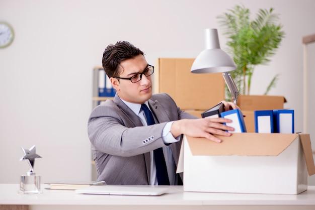 Empresário, movendo escritórios após promoção