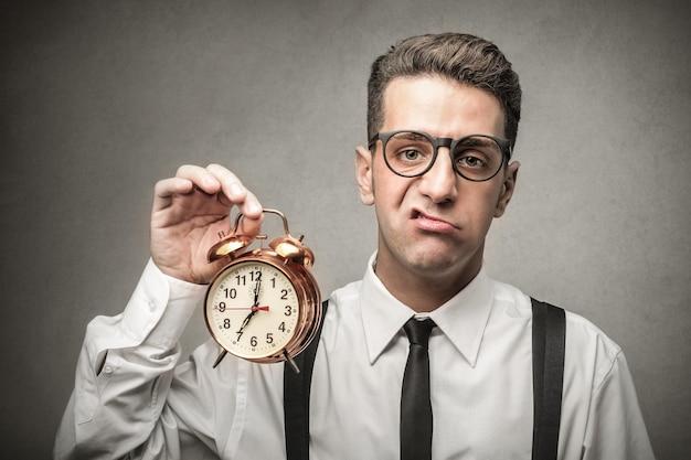 Empresário ocupado ficando sem tempo