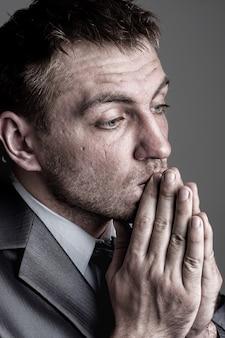 Empresário orando