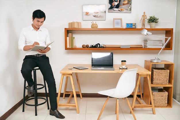 Empresário, planejando seu trabalho