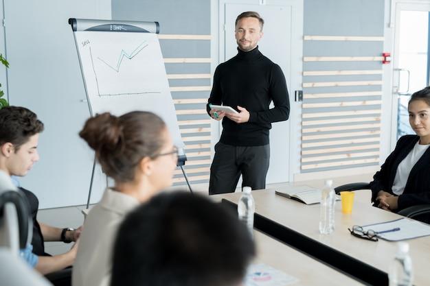 Empresário, realizando na apresentação do negócio