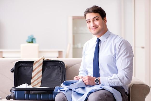 Empresário se preparando para a viagem de negócios