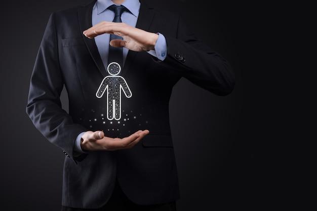Empresário segura ícone de homem pessoa