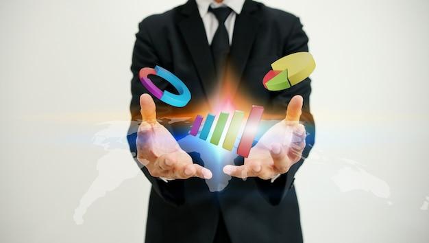 Empresário segurando gráficos de negócios