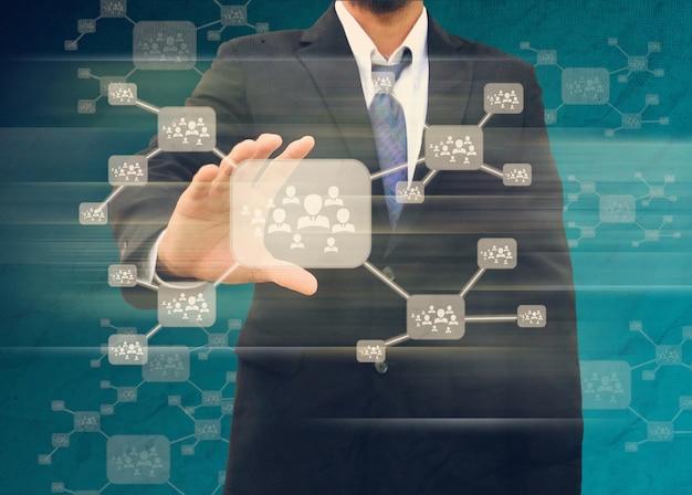 Empresário, segurando o ícone da rede social