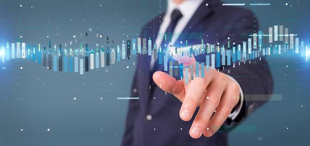 Empresário, segurando uma informação de dados de negociação de bolsa de negócios