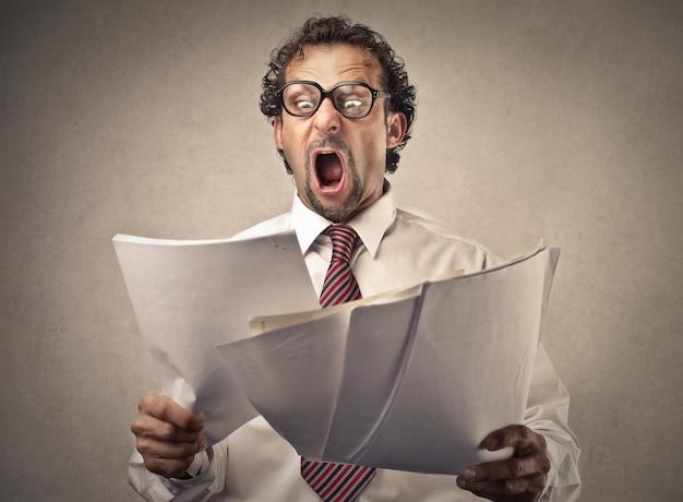 Empresário surpreso com raiva