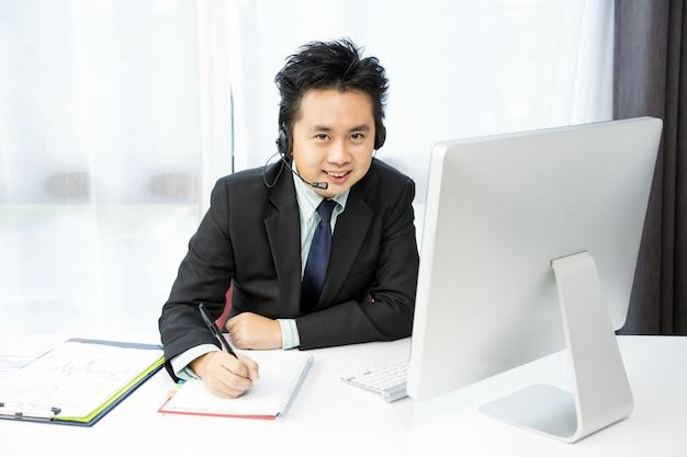 Empresário tele conference