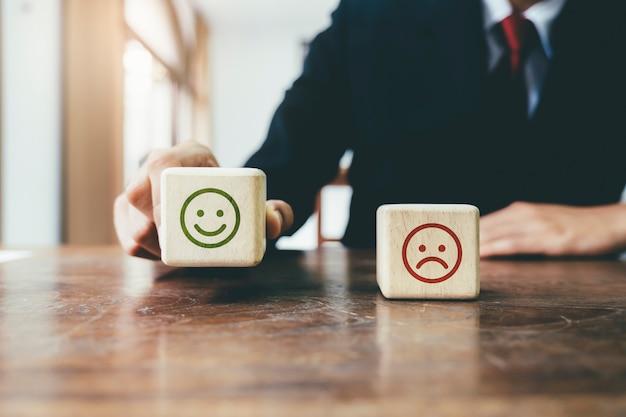 Empresário tomar a decisão de escolher sim escolha
