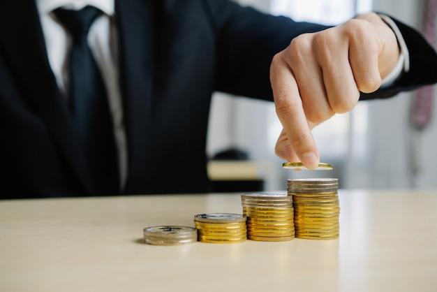 Empresário, trabalhando com moeda dinheiro moeda