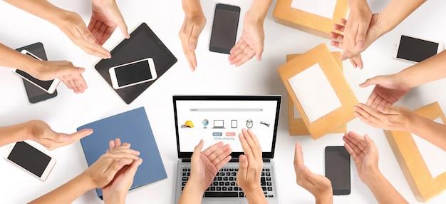 Empresário trabalhando. compras on-line empresário pme