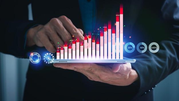 Empresário usando tablet com gráfico financeiro de perto