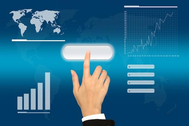 Empresário usando um programa virtual