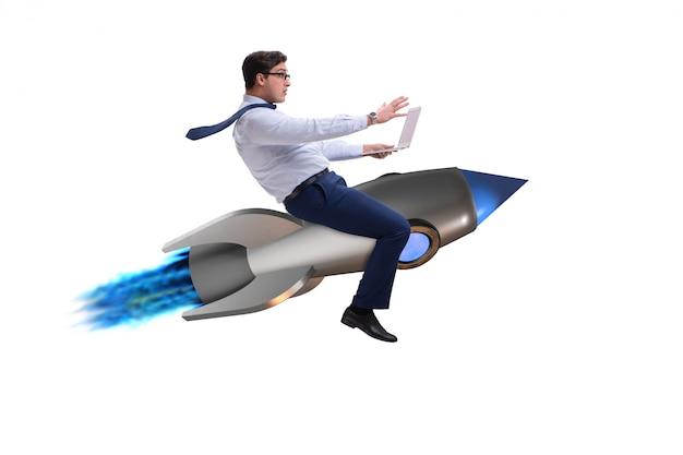 Empresário voando no foguete no conceito de negócio