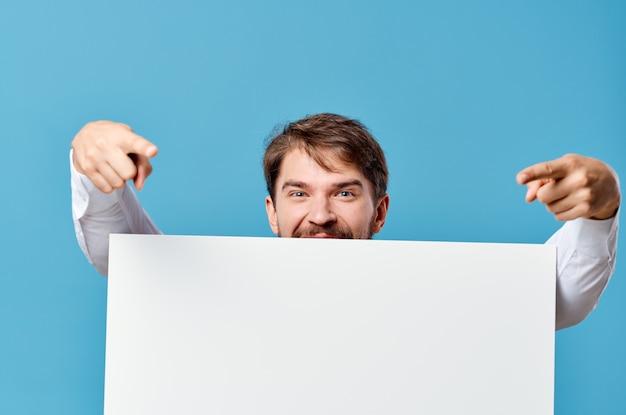 Empresários anunciando fundo azul de apresentação de banner branco