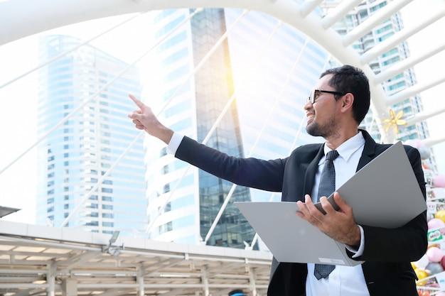 Empresários asiáticos com sucesso