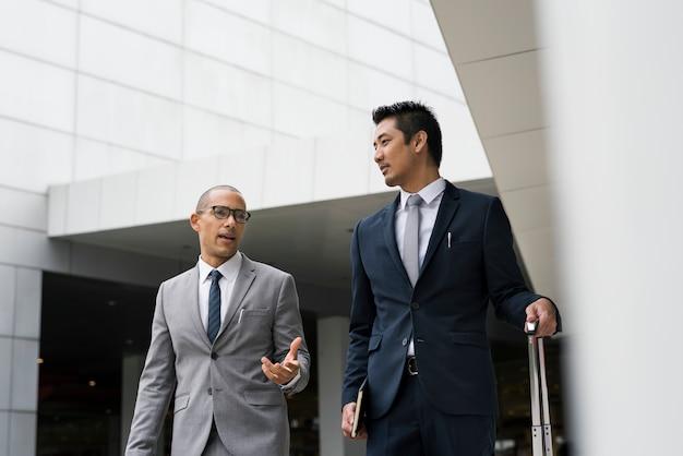 Empresários discutindo no g0