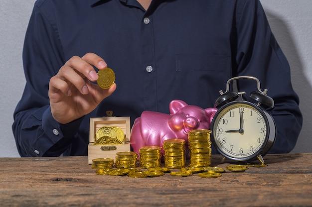 Empresários economizam dinheiro para o crescimento dos negócios