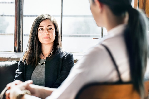Empresários em sessão de consulta