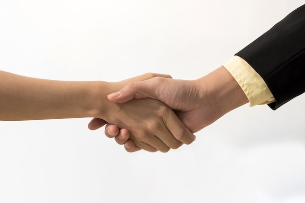 Empresários, investidores, aperto de mão, acordo com o parceiro após reunião de negócios