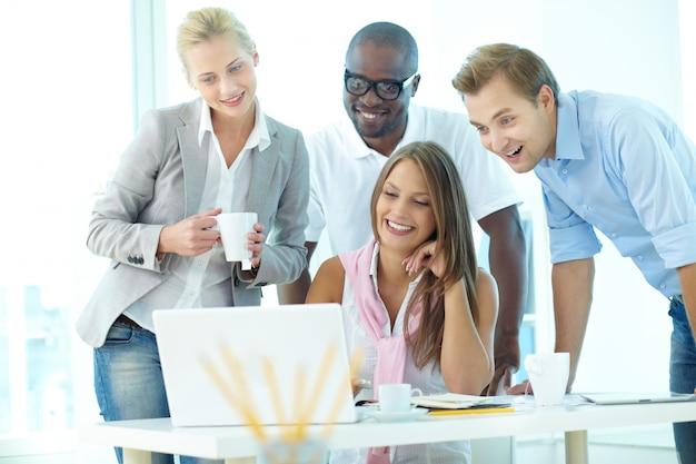 Empresários que têm a reunião informal