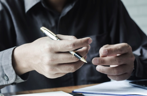 Empresários têm centavos e lidam com redação para reuniões