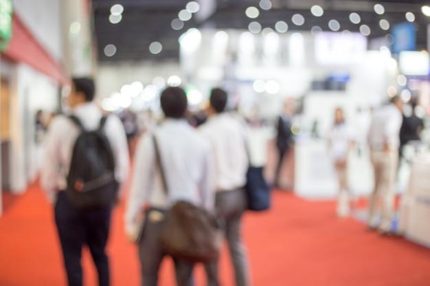 Empresários turva em uma feira comercial