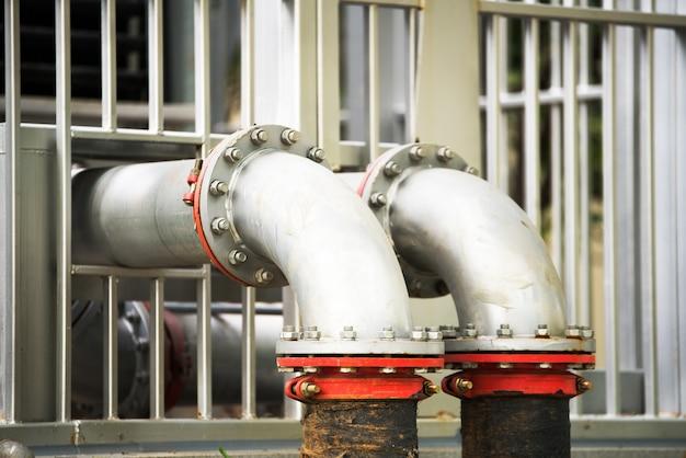 Encanamento de água na estação de tratamento de água