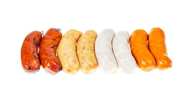 Enchidos de carne grelhada com várias especiarias e cores naturais.