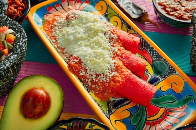 Enchiladas vermelhas, comida mexicana, com, guacamole