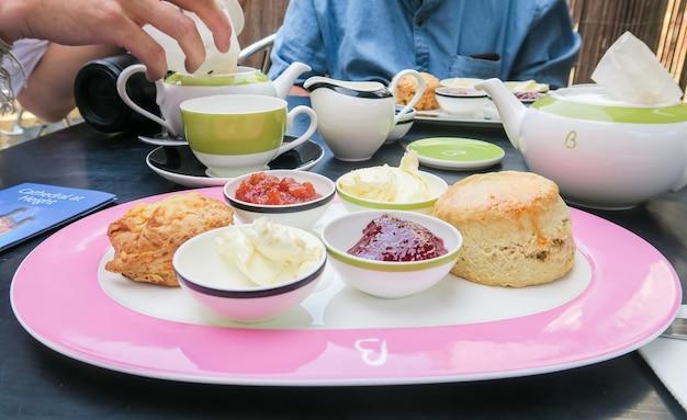 Encontro e chá da tarde inglês