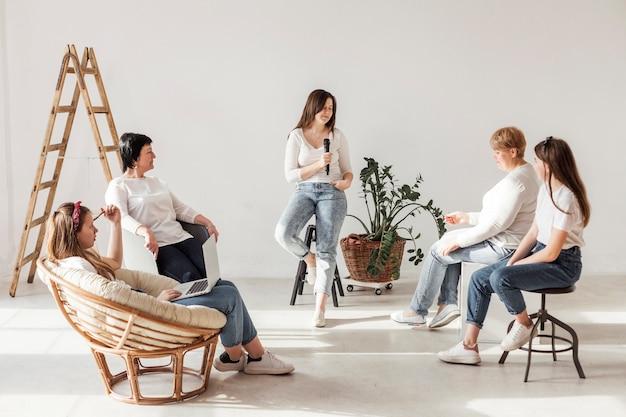 Encontro e estilo de vida da comunidade de mulheres