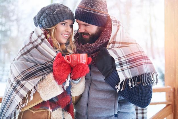 Encontro no cenário de inverno