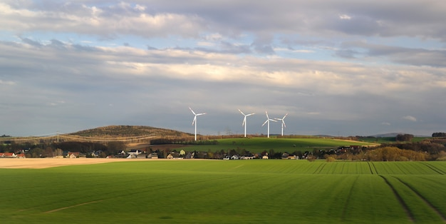 Energia eólica na aldeia.
