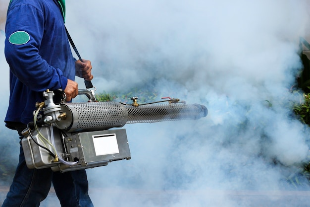 Enevoando para evitar a dengue