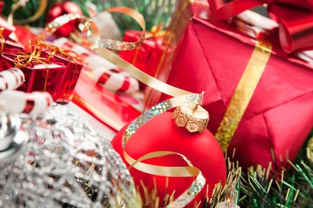 Enfeites de natal e presentes