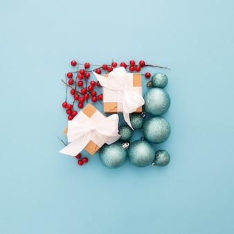 Enfeites de natal formando um quadrado