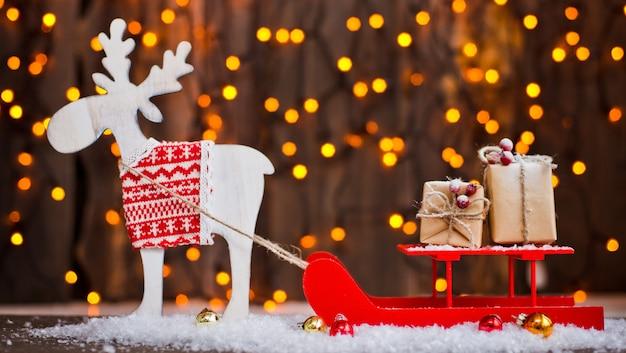 Enfeites de natal seus parabéns. os cervos em trenó aproveitar presentes de ano novo packin