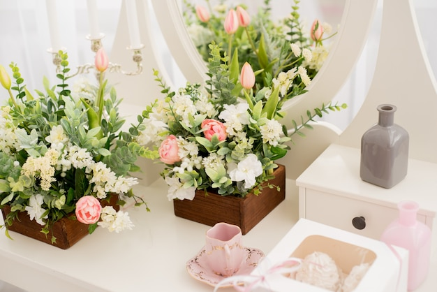 Enfeites e buquê floral do casamento