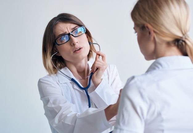 Enfermeira, análise de diagnóstico de saúde, hospital, fundo isolado