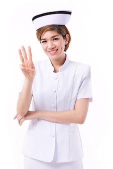 Enfermeira apontando 3 dedos para cima