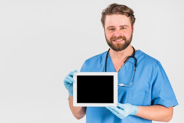 Enfermeira, macho, mostrando, tabuleta