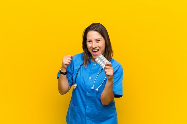 Enfermeira mulher com pils