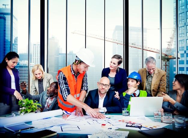 Engenheiro arquiteto reunião pessoas conceito de brainstorming