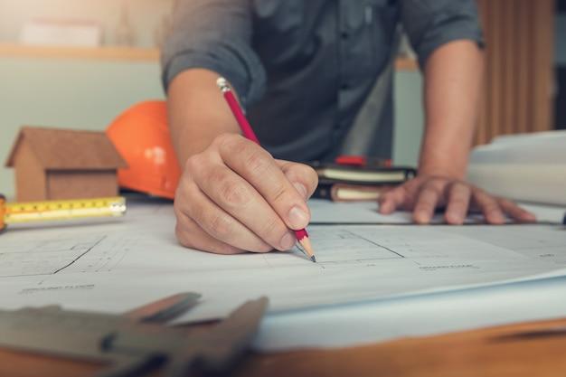 Engenheiro, arquitetos, escritório, equipe, trabalhando