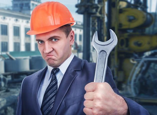 Engenheiro-chefe no canteiro de obras