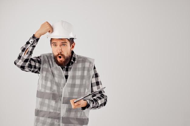 Engenheiro em uma indústria de estúdio de design de trabalho de construção colete cinza