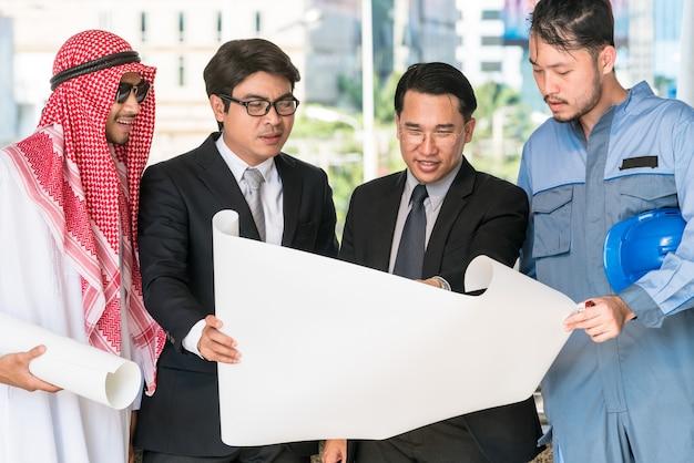 Engenheiro, empresários e encontro homem árabe