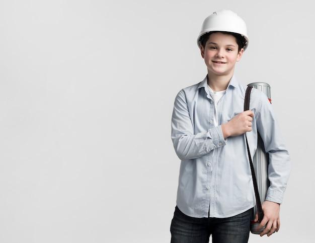 Engenheiro jovem vista frontal com espaço de cópia