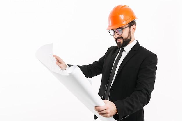 Engenheiro usando capacete